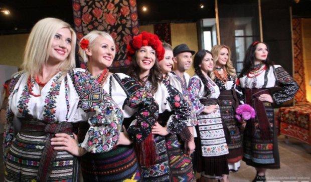 Украинские звезды устроили дефиле в эксклюзивных вышиванках (фото, видео)