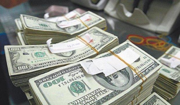 Долар здає позиції: НБУ укріпив українську валюту