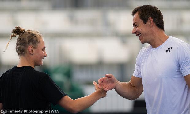Даяна Ястремская с тренером, twitter.com/AdelaideTennis