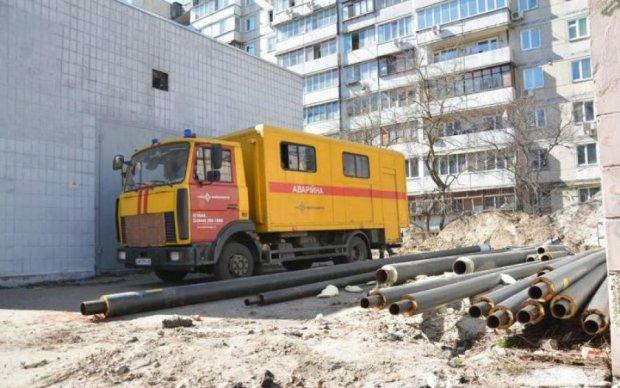 Кровь стынет в жилах: мужчина шагнул с крыши Киевэнерго