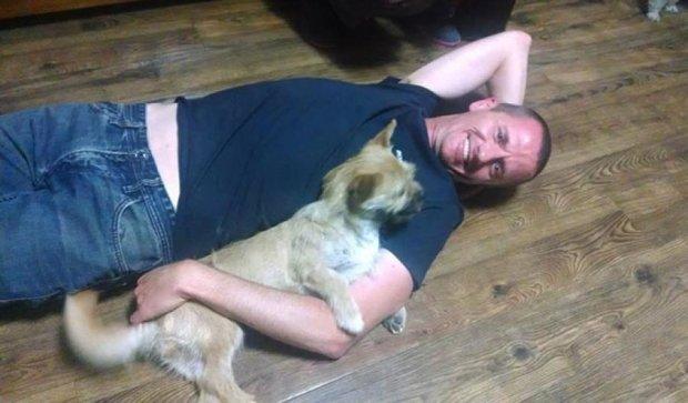 Марафонец из Шотландии вернулся в Китай за беспризорным щенком (фото, видео)