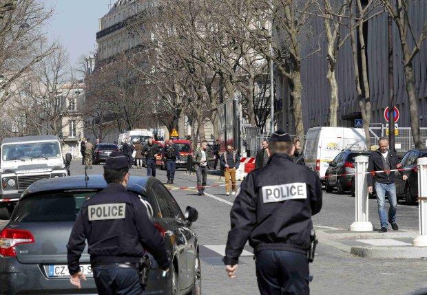 З'явилося перше відео масштабного вибуху в центрі Парижа: кров і крики про допомогу
