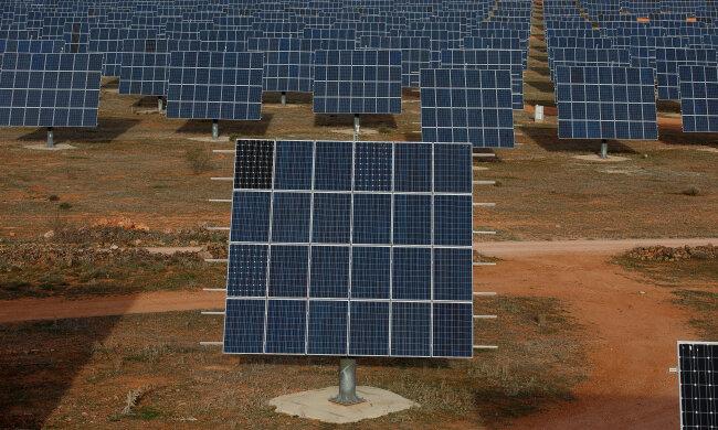 Солнечные панели зеленая энергетика // фото Getty Images