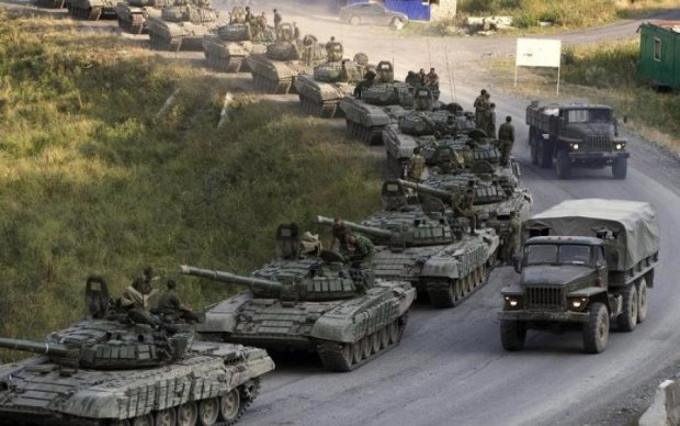 Кремль эшелонами свозит бронетехнику в Беларусь: фото