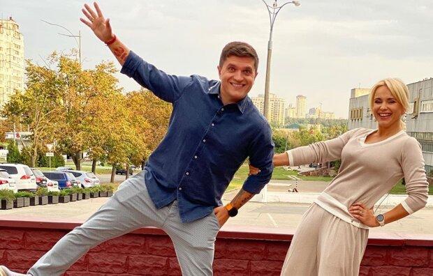 """Телеведуча Лілія Ребрик показала, що вона """"дико любить"""", приспускаючи піджак з плечей"""