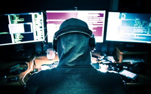 Шукав Інтерпол: українському хакеру загрожує 30 років в'язниці