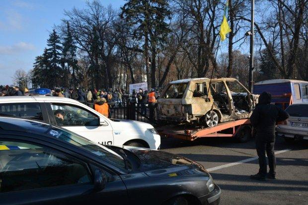 """Осталось 15 дней: скандальный закон о растаможке отдали Порошенко, чего ожидать """"евробляхерам"""""""