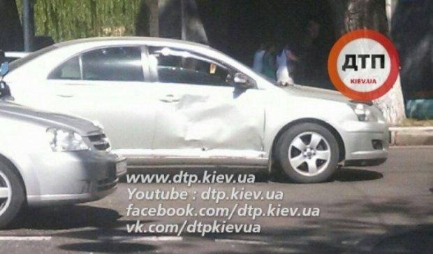 Мотоциклист протаранил Toyota в Киеве