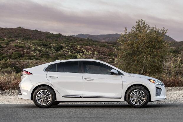 Hyundai Ioniq, carscoops