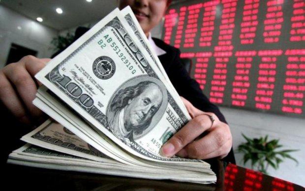 Доллар по 60: украинцам назвали причину