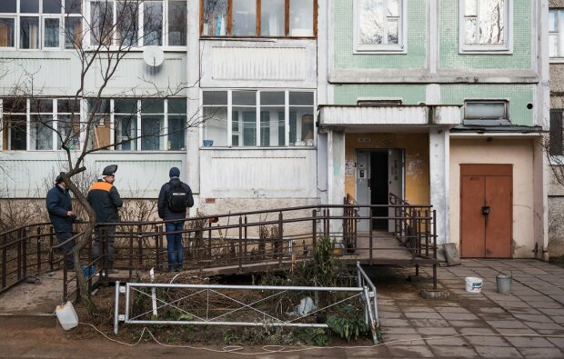 В Запорожье педофил атаковал девочку в подъезде, никто не помог: подробности кошмара