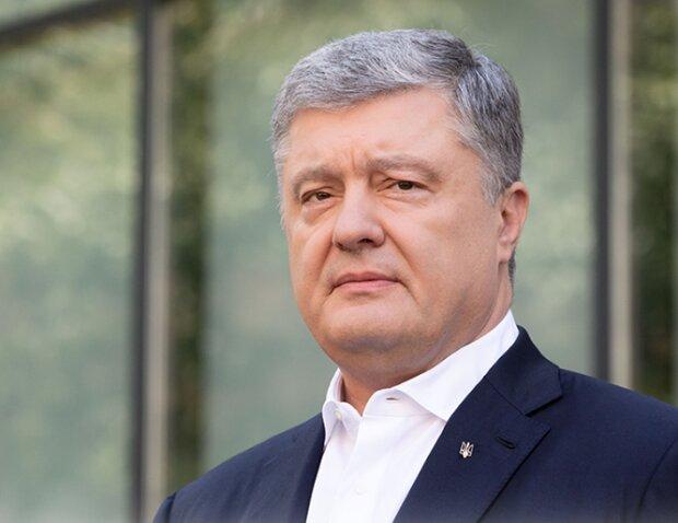 """Судьбу Порошенко определит полиграф, суд пригласил экс-гаранта """"пообщаться"""": """"Паспорт при себе"""""""