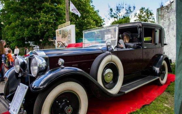Харків перетворився на музей ретро авто під відкритим небом