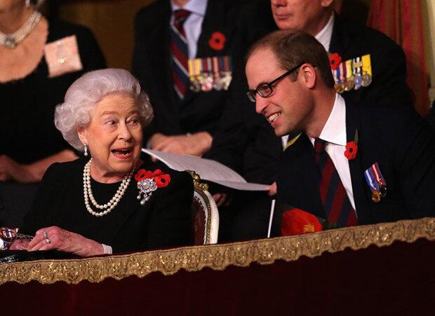 Королева ЄлизаветаІІ та принц Вільям, фото з вільтних джерел