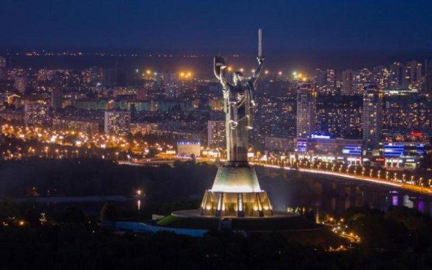 Євробачення-2017: Батьківщина-мати засяяла українським орнаментом