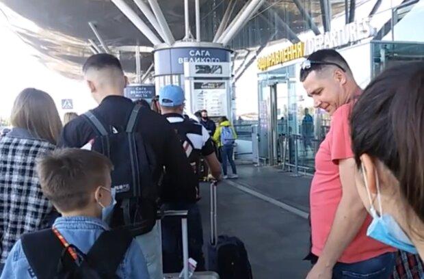 Аеропорт, кадр з відео