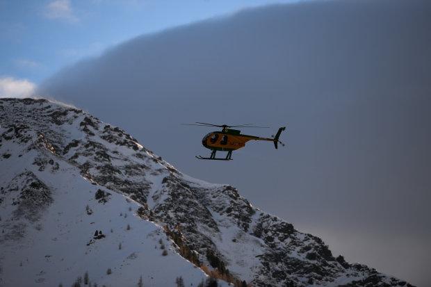 В горах столкнулись самолет и вертолет, есть погибшие: спасатели пытаются найти уцелевших