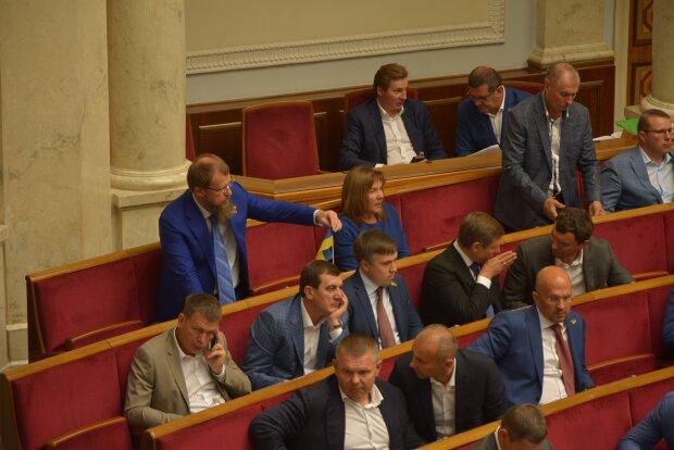 В Раде зреет новый бунт? Депутаты высказались по поводу закона, который разрешает их прослушивать