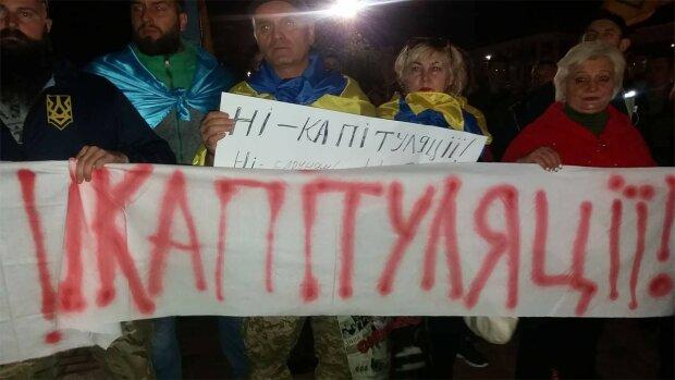 Нет капитуляции: одесские дайверы протестовали под водой, яркие фото покорили сеть
