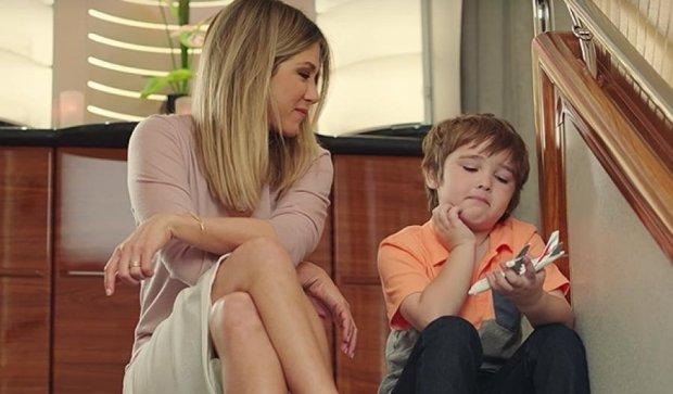 Джениффер Энистон променяла комфорт на общение с ребенком