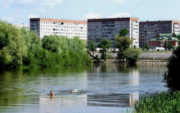 """""""Волга"""" і велика вода зіграли смертельний жарт із водієм: фото"""