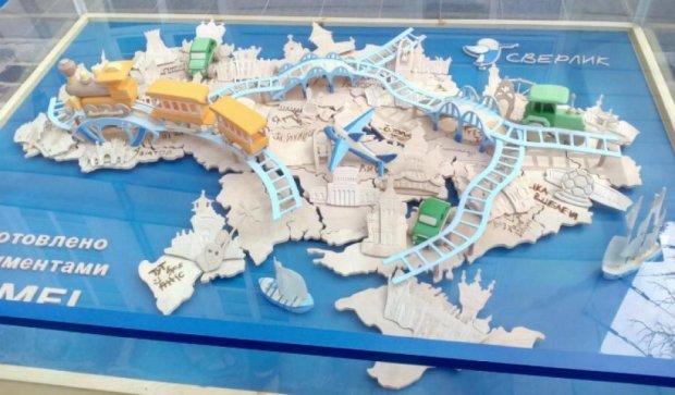 У центрі Львова встановили дерев'яну карту України (фото)