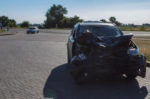 У Дніпрі Mitsubishi з дитиною влетів в людей: двох убив, двох скалічив, - моторошні кадри