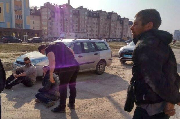 """У Києві п'яні підлітки влаштували дрифт на Ford, """"знудившись"""" на карантині"""