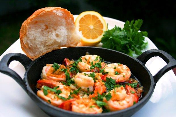 Креветки з часником: рецепт для шанувальників морепродуктів