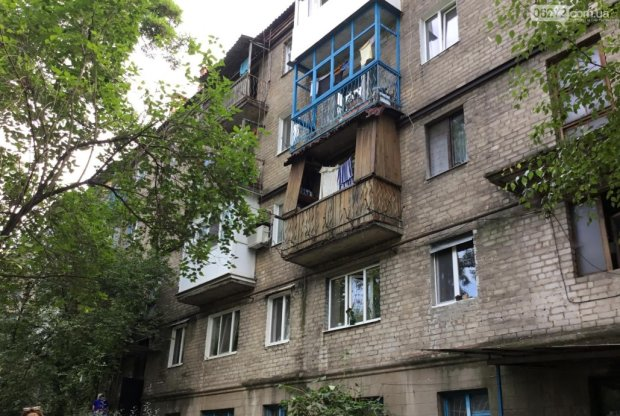 Жуткий запах и зеленые мухи: жители многоэтажки месяц жили рядом с мертвецом