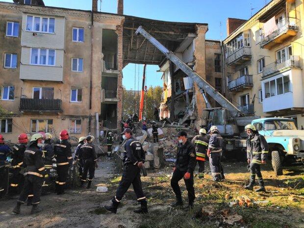 """Обвал будинку у Дрогобичі обростає новими скандалами: """"Ні речей, ні обіцяних грошей..."""""""
