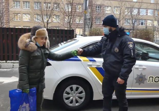 Поліція привітала дитину з днем народження, фото: Національна поліція
