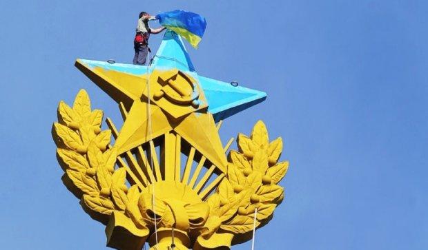 У Москві почався суд над парашутистами, що нібито розфарбували зірку жовто-синім