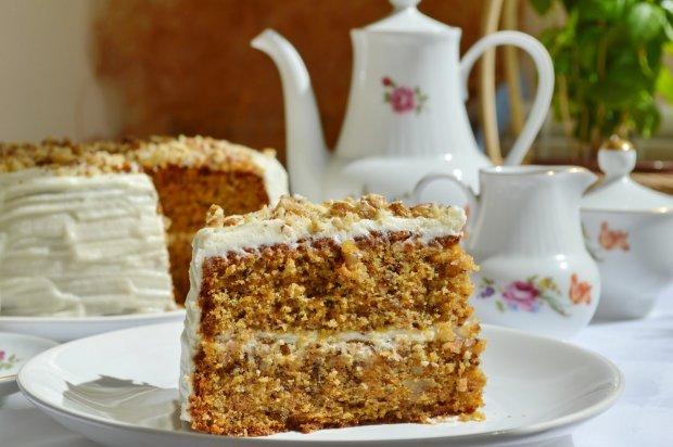 Їжте солодке і не хвилюйтеся: корисний рецепт морквяного торту з горіхами