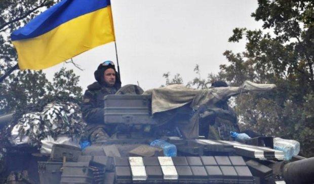 Українські військові завершили перший етап відведення озброєння в зоні АТО (фото)