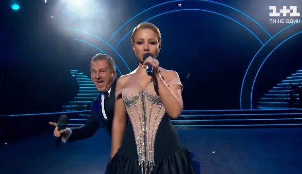 Тина Кароль и Юра Горбунов, кадр из видео