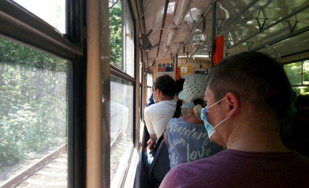 Громадський транспорт, карантин - фото Знай.ua
