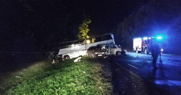 Автобус з дітьми-танцюристами потрапив у смертельну ДТП під Львовом: фото не для слабкодухих