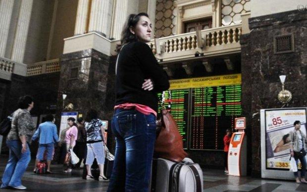 Просто катастрофа: скільки молодих українців мріють покинути країну