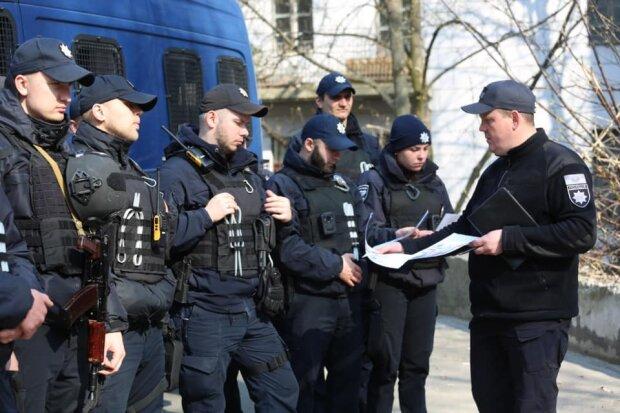 Пырнул ножом в живот: в центре Киева неизвестный мужчина расправился со студентом