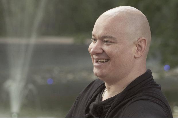 """Друг Зеленського із Квартал 95 розсмішив мережу яскравим відео: """"На позитиві Кошовий танцює лисою головою"""""""