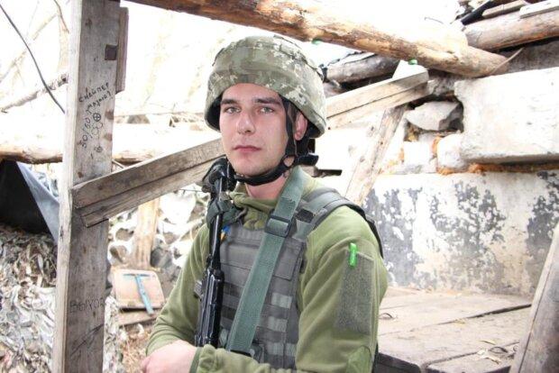"""Пехотинец с позывным """"Железо"""" встретил 20-летие на фронте: """"Не мог сидеть дома, пока в стране война"""""""
