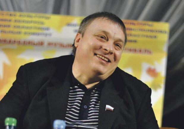"""Продюсеру """"Ласкового мая"""" закрили дорогу в Україну, сценічний батько Шатунова благає Зеленського допомогти"""