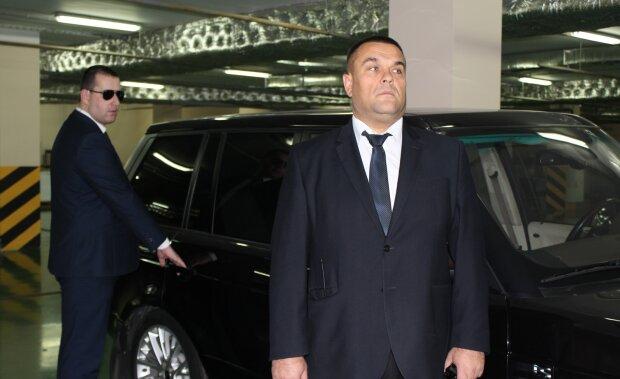 """Оббирають довгоногі аферистки: в Одесі вигадали """"дах"""" для іноземців, подробиці ноу-хау"""