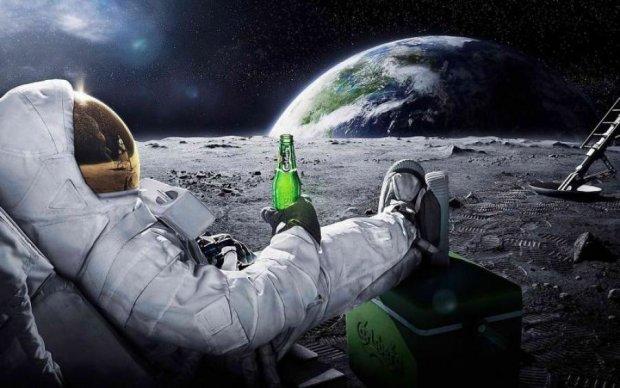 Переїжджаємо на Місяць: на супутнику виявили космічні бази