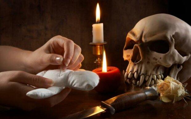 Як розпізнати, що на вас лежить страшне прокляття: 5 ознак