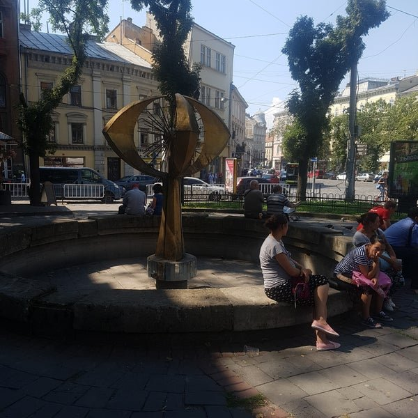 """Фонтан """"Одуванчик"""" в Львове"""