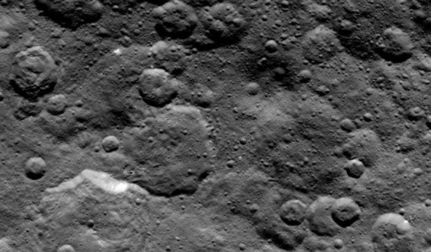 Вчені намагаються розгадати таємницю білих плям на Церері (фото, відео)
