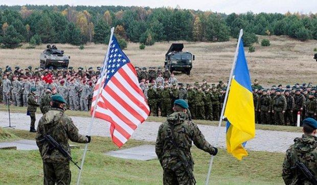 """Американські й  українські вояки  відвідають матч """"Динамо""""-""""Карпати"""""""