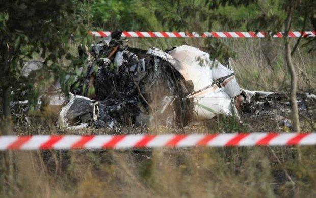 Момент катастрофи російського літака потрапив на камеру